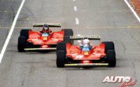 Jody Scheckter (nº 11) y Gilles Villeneuve (nº 12), al volante de sus Ferrari 312 T4, durante el GP de Sudáfrica de 1979, disputado en el circuito de Kyalami.