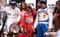 Gilles Villeneuve (Ferrari 312 T4) obtenía la victoria en el GP de EEUU del Oeste de 1979, disputado en el circuito urbano de Long Beach, acompañado en el podio por Jody Scheckter (Ferrari 312 T4) y Alan Jones (Williams-Ford FW06).