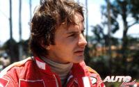 Gilles Villeneuve esperando a subirse a su Ferrari 312 T4 durante el Campeonato del Mundo de Fórmula 1 de 1979.