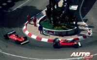 Jody Scheckter (nº 11) y Gilles Villeneuve (nº 12), al volante de sus Ferrari 312 T4, durante el GP de Mónaco de 1979, disputado en el circuito urbano de Montecarlo.