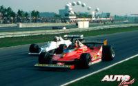 Gilles Villeneuve (Ferrari 312 T4) disputándole la posición a Alan Jones (Williams-Ford FW07) durante uno de los Grandes Premios del Campeonato del Mundo de Fórmula 1 1979.