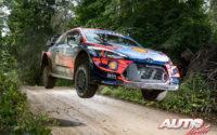 Thierry Neuville, al volante del Hyundai i20 Coupé WRC, durante el Rally de Estonia 2020, puntuable para el Campeonato del Mundo de Rallies WRC.