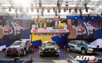 Oliver Solberg (Volkswagen), Jari Huttunen (Hyundai) y Egon Kaur (Skoda) subidos en el podio del Rally de Estonia 2020, en la categoría WRC 3.