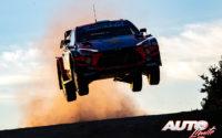 Ott Tänak, al volante del Hyundai i20 Coupé WRC, durante el Rally de Italia / Cerdeña 2020, puntuable para el Campeonato del Mundo de Rallies WRC.