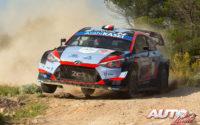 Pierre-Louis Loubet, al volante del Hyundai i20 Coupé WRC, durante el Rally de Italia / Cerdeña 2020, puntuable para el Campeonato del Mundo de Rallies WRC.