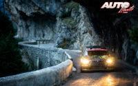 Johannes Keferböck, al volante del Skoda Fabia Rally2 Evo WRC 3, durante el Rally de Montecarlo 2021, puntuable para el Campeonato del Mundo de Rallies WRC 3.