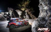 Pierre-Louis Loubet, al volante del Hyundai i20 Coupé WRC, durante el Rally de Montecarlo 2021, puntuable para el Campeonato del Mundo de Rallies WRC.