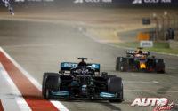 Hamilton gana a golpe de reglamento. GP Bahréin 2021