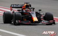 Max Verstappen, al volante del Red Bull-Honda RB16B, durante los test de pretemporada realizados en el Circuito Sakhir de Barhéin.
