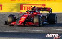 Carlos Sainz Jr, al volante del Ferrari SF21, durante los test de pretemporada realizados en el Circuito Sakhir de Barhéin.
