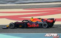 Sergio Pérez, al volante del Red Bull-Honda RB16B, durante los test de pretemporada realizados en el Circuito Sakhir de Barhéin.