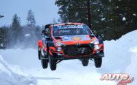 Thierry Neuville, al volante del Hyundai i20 Coupé WRC, durante el Rally Ártico de Finlandia 2021, puntuable para el Campeonato del Mundo de Rallies WRC.