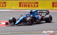 Fernando Alonso, al volante del Alpine-Renault A521, durante los test de pretemporada realizados en el Circuito Sakhir de Barhéin.