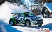 Andreas Mikkelsen, al volante del Skoda Fabia Evo Rally 2, durante el Rally Ártico de Finlandia 2021, puntuable para el Campeonato del Mundo de Rallies WRC 2.