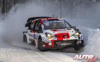 Kalle Rovanperä, al volante del Toyota Yaris WRC, durante el Rally Ártico de Finlandia 2021, puntuable para el Campeonato del Mundo de Rallies WRC.