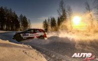 Sébastien Ogier, al volante del Toyota Yaris WRC, durante el Rally Ártico de Finlandia 2021, puntuable para el Campeonato del Mundo de Rallies WRC.