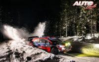 Oliver Solberg, al volante del Hyundai i20 Coupé WRC, durante el Rally Ártico de Finlandia 2021, puntuable para el Campeonato del Mundo de Rallies WRC.