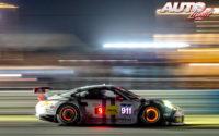 """Nick Tandy, Richard Lietz y Patrick Pilet pilotaron este Porsche 911 RSR de la categoría """"GTLM"""" durante las """"12 Horas de Sebring"""" 2014 (EEUU), puntuables para el campeonato americano de prototipos y GT """"United Sportscar Championship""""."""