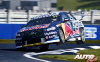 """Shane van Gisbergen, al volante del Holden Commodore ZB, durante una prueba del Campeonato Australiano de Turismos """"V8 Supercars"""" 2018, disputada en el Pukekohe Park Raceway (Auckland - Nueva Zelanda)."""