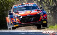 Thierry Neuville, al volante del Hyundai i20 Coupé WRC, durante el Rally de Croacia 2021, puntuable para el Campeonato del Mundo de Rallies WRC.