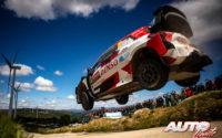 Takamoto Katsuta, al volante del Toyota Yaris WRC, durante el Rally de Portugal 2021, puntuable para el Campeonato del Mundo de Rallies WRC.