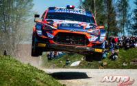 Pierre-Louis Loubet, al volante del Hyundai i20 Coupé WRC, durante el Rally de Croacia 2021, puntuable para el Campeonato del Mundo de Rallies WRC.