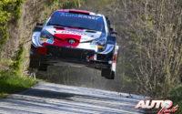 Elfyn Evans, al volante del Toyota Yaris WRC, durante el Rally de Croacia 2021, puntuable para el Campeonato del Mundo de Rallies WRC.