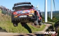 Ott Tänak, al volante del Hyundai i20 Coupé WRC, durante el Rally de Portugal 2021, puntuable para el Campeonato del Mundo de Rallies WRC.