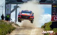 Thierry Neuville, al volante del Hyundai i20 Coupé WRC, durante el Rally de Portugal 2021, puntuable para el Campeonato del Mundo de Rallies WRC.