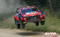 Craig Breen, al volante del Hyundai i20 Coupé WRC, durante el Rally de Estonia 2021, puntuable para el Campeonato del Mundo de Rallies WRC.