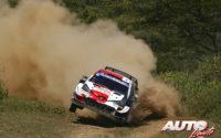 Elfyn Evans, al volante del Toyota Yaris WRC, durante el Rally Safari de Kenia 2021, puntuable para el Campeonato del Mundo de Rallies WRC.