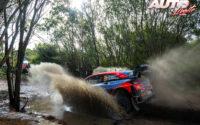 Ott Tänak, al volante del Hyundai i20 Coupé WRC, durante el Rally de Italia / Cerdeña 2021, puntuable para el Campeonato del Mundo de Rallies WRC.