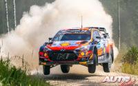 Ott Tänak, al volante del Hyundai i20 Coupé WRC, durante el Rally de Estonia 2021, puntuable para el Campeonato del Mundo de Rallies WRC.