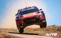 Thierry Neuville, al volante del Hyundai i20 Coupé WRC, durante el Rally de Italia / Cerdeña 2021, puntuable para el Campeonato del Mundo de Rallies WRC.