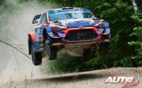 Pierre-Louis Loubet, al volante del Hyundai i20 Coupé WRC, durante el Rally de Estonia 2021, puntuable para el Campeonato del Mundo de Rallies WRC.