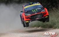 Oliver Solberg, al volante del Hyundai NG i20 Rally2 WRC 2, durante el Rally de Estonia 2021, puntuable para el Campeonato del Mundo de Rallies WRC 2.