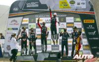 Podio del Rally Safari de Kenia 2021, puntuable para el Campeonato del Mundo de Rallies WRC 2021. De izquierda a derecha: Daniel Barritt y Takamoto Katsuta (Toyota), Julien Ingrassia con Sébastien Ogier (Toyota) y Martin Järveoja junto a Ott Tänak (Hyundai).