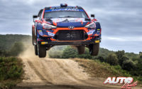 Pierre-Louis Loubet, al volante del Hyundai i20 Coupé WRC, durante el Rally de Italia / Cerdeña 2021, puntuable para el Campeonato del Mundo de Rallies WRC.