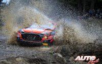 Ott Tänak, al volante del Hyundai i20 Coupé WRC, durante el Rally de Grecia 2021, puntuable para el Campeonato del Mundo de Rallies WRC.