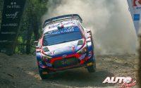 Pierre-Louis Loubet, al volante del Hyundai i20 Coupé WRC, durante el Rally de Grecia 2021, puntuable para el Campeonato del Mundo de Rallies WRC.