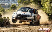 Chris Ingram, al volante del Skoda Fabia Rally2 Evo WRC 3, durante el Rally de Grecia 2021, puntuable para el Campeonato del Mundo de Rallies WRC 3.